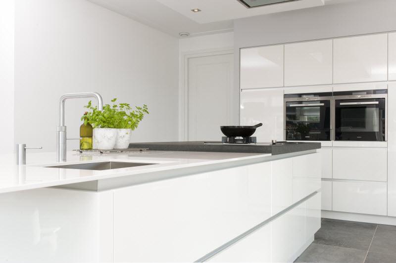 Moderne Strakke Keuken : Keukenstudio Stoof Moderne Keukens